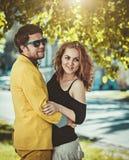 Junge liebevolle Paare Stockfoto