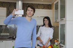 Junge ludina Küche Lizenzfreie Stockfotografie