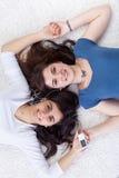 Junge Mädchen oder Frau, die sich entspannen Stockbilder