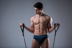Junge männliche antike perfekte Muskeln der muskulösen Eignung sechs Sätze ABS und vorbildliche Züge bloßen Kasten Bodybuilders m lizenzfreies stockbild