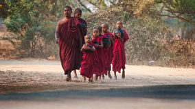 Junge Mönche in Bagan Myanmar Stockfotos