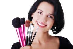 Junge Make-upkünstlerfrau lizenzfreie stockbilder