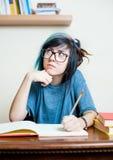 Junge meditierende Studentin mit Buch Stockfoto