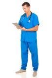 Junge medizinische Arbeitskraft Lizenzfreie Stockfotos