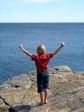Junge in Meer Stockfotos