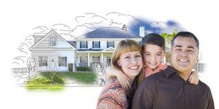 Junge Mischrasse-Familie und Ghosted-Haus-Zeichnung Lizenzfreie Stockfotografie
