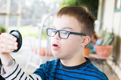 Junge mit Abstieg-Syndrom Stockfotos