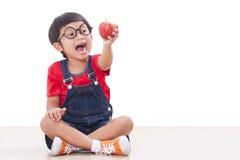 Junge mit Apfel Stockfoto