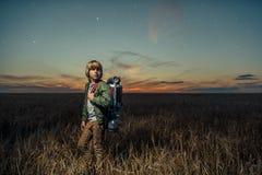 Junge mit Ausrüstung Stockfoto