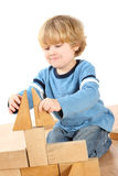 Junge mit Blöcken Lizenzfreie Stockbilder