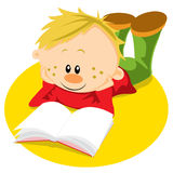 Junge mit Buch erlernen Lizenzfreie Stockbilder