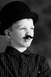 Junge mit dem Schnurrbart lizenzfreies stockbild