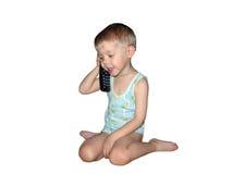 Junge mit dem Telefon lokalisiert Stockfotos