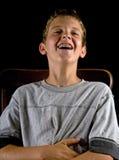 Junge mit den Klammern, lachend Lizenzfreies Stockbild