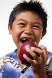 Junge mit der Verfehlung der vorderen Zähne Lizenzfreies Stockfoto