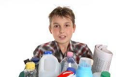 Junge mit der Wiederverwertung Stockfoto