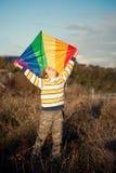 Junge mit Drachen Lizenzfreie Stockbilder