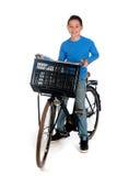 Junge mit einem Fahrrad lizenzfreies stockbild