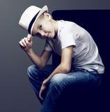 Junge mit einem Hut Lizenzfreie Stockfotografie