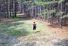 Junge mit einem Rucksack Stockfoto