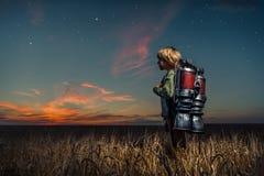 Junge mit einem Rucksack Lizenzfreie Stockfotos