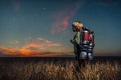 Junge mit einem Rucksack Stockfotos