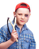 Junge mit einem Slingshot Stockfotos