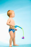 Junge mit Fischereigerät Stockbild