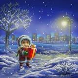 Junge mit Geschenk in der Winternacht stockfotos