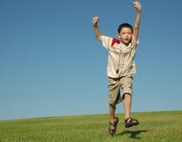 Junge mit Goldmedaille lizenzfreie stockfotos