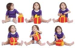 Junge mit großem Geschenkkasten Lizenzfreies Stockfoto