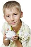 Junge mit großer piggy Querneigung Lizenzfreie Stockfotos