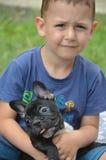 Junge mit Hund Lizenzfreie Stockfotografie