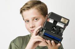 Junge mit Kamera auf Weiß Stockfotos