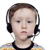 Junge mit Kopfhörern mit Mikrofon Stockbilder