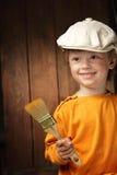 Junge mit Lackpinsel stockfotografie