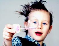 Junge mit Luftblase Stockfotografie
