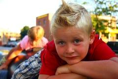 Junge mit modernem Haarschnitt Stockbilder