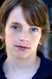 Junge mit Nähten auf Augenbraue   stockfoto