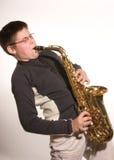 Junge mit Saxophon Stockfoto