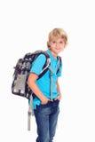 Junge mit Schultasche vor weißem Hintergrund Stockfotos