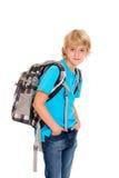 Junge mit Schultasche vor weißem Hintergrund Stockfoto