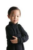 Junge mit schwarzem Hemd lizenzfreie stockbilder