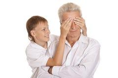 Junge mit seinem Großvater Stockbild