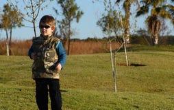 Junge mit Sonnenbrillen Stockbilder