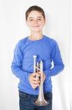 Junge mit Trompete lizenzfreie stockbilder
