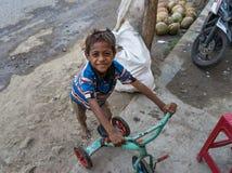 Junge mit Trycycle Lizenzfreie Stockfotografie