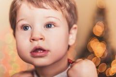 Junge mit zwei Zähnen Lizenzfreie Stockbilder