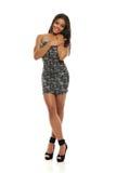 Junge Mode-Frau mit kurzem Kleid Lizenzfreie Stockfotografie