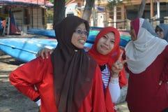 Junge moslemische Mädchen, die Spaß haben Stockfotos